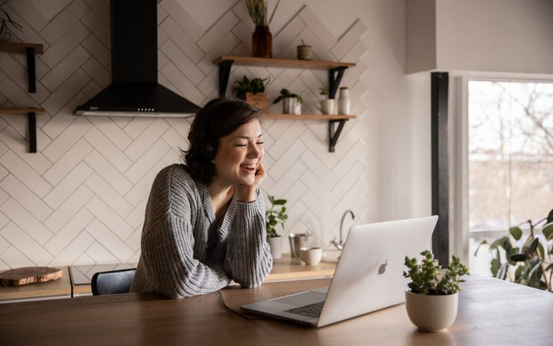 Tips Mengatasi Rasa Kangen dengan Keluarga Jarak Jauh